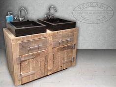 badkamermeubel / wastafel van steigerhout met hardsteen wasbakken.