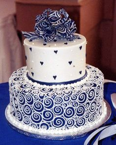 Blue hearts & white swirls cake