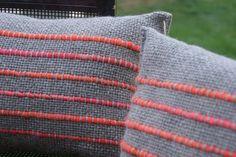 Weaving Designs, Weaving Projects, Linen Pillows, Diy Pillows, Cushions, Loom Weaving, Hand Weaving, Witch Quilt, Crochet Hooks