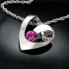 garnet necklace  heart  January birthstone  por VerbenaPlaceJewelry