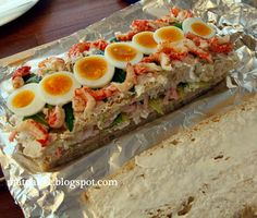 Sandwich Cake, Tea Sandwiches, Crayfish Tails, Norwegian Food, Grazing Tables, Boiled Eggs, No Bake Cake, Sushi, Appetizers