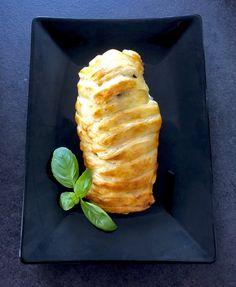 Faszerowany filet z kurczaka zapiekany w cieście francuskim - Blog z apetytem Poultry, Feta, Grilling, Dairy, Food And Drink, Cheese, Chicken, Breakfast, Blog