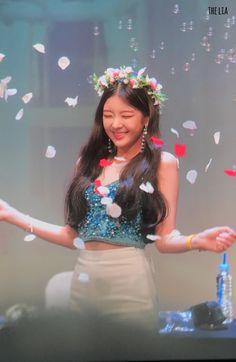 Fansigning Event at the Hyundai U Plex Department Store Kpop Girl Groups, Korean Girl Groups, Kpop Girls, K Pop, Korean Couple, Dream Hair, New Girl, South Korean Girls, Asian Girl