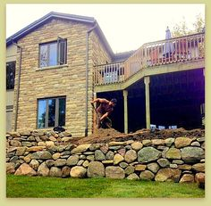 Dry stone rounded boulder wall creates stability and visual interest Aesthetic Look, Dry Stone, Retaining Walls, Concrete Blocks, Bouldering, Stability, Landscape Design, Construction, Patio