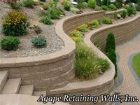 Part of the appeal of a retaining wall is its charming appearance. However, building a retaining wall that will stand the test of time can be quite complicated. Backyard Retaining Walls, Building A Retaining Wall, Stone Retaining Wall, Sloped Yard, Yard Design, Terrace Garden, Garden Walls, Front Yard Landscaping, Garden Projects