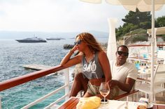 Beyonce is mommy to Blue Ivy, wife to Jay-Z and iconic pop star to the world. Beyonce E Jay Z, Beyonce Knowles, Beyonce Style, Beyonce Coachella, Celebrity Couples, Celebrity Weddings, Celebrity Pictures, Celebrity Style, Couples