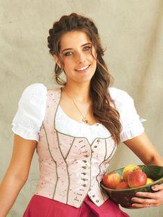 burda style, Schnittmuster, Dirndl - Bluse aus zartem Stickereibatist mit Puffärmelchen, Nr. 138 C aus 09-2011