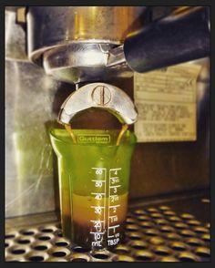 La medida perfecta para el #EspressoPerfecto  Deléitate con el mejor café  en #AromaDiCaffé Conócenos en el C.C. Metrocenter pasaje colonial. #Coffee #CoffeeLovers #CoffeeMoments #CoffeeTime #AromaDiCaffé #MomentosAroma #SaboresAroma