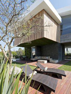 Creative Family Home in Mexico Providing Opulent Modern Living: Vista Clara Residence
