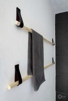 DIY Towel hanger - Ohoh deco - Really cool idea for a DIY towel holder upcycled. - DIY Towel hanger – Ohoh deco – Really cool idea for a DIY towel holder upcycled belt Storing Towels, Deco Cool, Towel Storage, Towel Racks, Towel Holders, Towel Organization, Towel Rod, Diy Furniture, Furniture Buyers