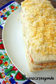 Pastel de atún (TMX y tradicional) | Recetas de cocina fáciles y sencillas | Bea, recetas y más Sandwich Cake, Sandwiches, Venezuelan Food, Vanilla Cake, Girl Birthday, Seafood, Picnic, Fish, Chocolate