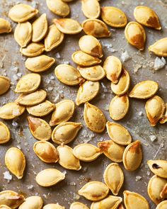 Pumpkin seeds are delicious, healthy snack that is easy to make if you know how to correctly clean and roast them. Perfect for school lunches or work day snacks. Cinnamon Sugar Pumpkin Seeds, Roasted Pumpkin Seeds, Roast Pumpkin, Baked Pumpkin, Pumpkin Squash, Healthy Pumpkin, Diy Pumpkin Seeds, Pumpkin Ideas, Acorn Squash
