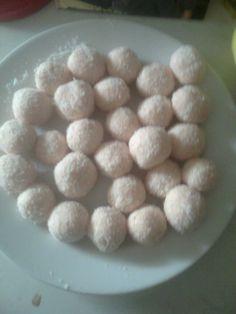 kokosové kuličky s jahodovým pudinkem