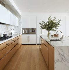 Modern Kitchen marble and wood kitchen Kitchen Room Design, Best Kitchen Designs, Modern Kitchen Design, Home Decor Kitchen, Interior Design Kitchen, New Kitchen, Kitchen Dining, Kitchen Ideas, Kitchen Wood