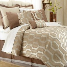 Michael Amini Como Comforter Set   Overstock.com Shopping - The Best Deals on Comforter Sets
