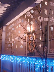 Outdoor Holiday Decorating -- Snowflake Curtain -- Would be cute on the front porch.