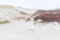 EMANUEL HENDRIK | Brautkleid: NAME | Model: Johanna Vorrath | Fotograf: Laboda | Hochzeitskleid / Wedding Dress - Hochzeit / Wedding - Düsseldorf & München / Duesseldorf & Munich - Handgefertigt / Handmade - Holland - Zeeland - Strand / Beach - Spitze - Rückenfreies Kleid / Backless Dress - Strandhochzeit / Beach Wedding