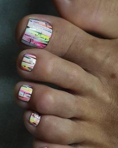 Fingernails Aren't the Only Place for Nail Art—Try These Fun Toe Designs 25 Fun Toenail Designs Nail-Art Lovers Will Appreciate Spring Nail Colors, Spring Nails, Summer Nails, Toe Nail Art, Toe Nails, Gel Nail Removal, Pretty Pedicures, Pedicure Nail Designs, Pedicure Nail Art