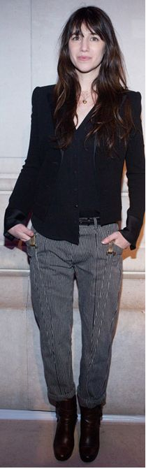 Charlotte Gainsbourg - I like her combat pants style. Very simple Charlotte Gainsbourg, French Women Style, French Chic, Jane Birkin, Paris Chic, French Actress, Just Girl Things, Dark Fashion, Bob