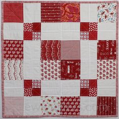 Disappearing 9 Patch Table Topper Tutorial – New Quilters Strip Quilt Patterns, Strip Quilts, Easy Quilts, Mini Quilts, Block Patterns, Quilting Patterns, Quilting Ideas, Quilted Table Toppers, Quilted Table Runners