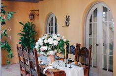 California cool meets Old World // Spanish style Hacienda Inspiration tablescape