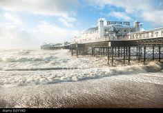Brighton, UK. 28th Oct 2013. St Jude Storm hits Brighton on southern UK coastline. © Francesca Moore/Alamy Live News