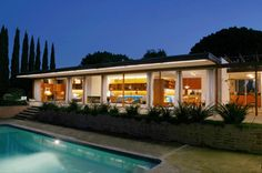 The Bond House designed by Richard Neutra, 1960 - Alvarado Estates, west of SDSU. It was moved from 2680 Greentree Lane, La Jolla where the Oxley Residence by Neutra currently resides.