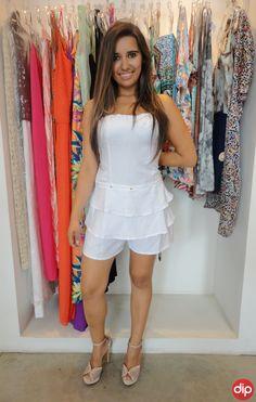 O look total white não poderia ficar de fora no Ano Novo! Invista em macaquinhos e vestidos fresquinhos :)