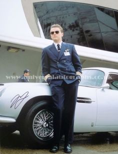 Leonardo di Caprio signed photograph from the movie 'Catch me if you can' Buy it here  http://www.universalautographs.co.uk/leonardo-dicaprio-16-x-12-photo-57-p.asp