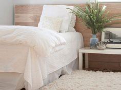 Сладкие сны над головой Спальня место, которое должно излучать уют и тепло. Именно в спальне мы можем расслабиться. И самым важным предметом в этой части дома служит кровать. Ваши сладкие сны в ваших руках, а вернее могут выть у вас над головой.