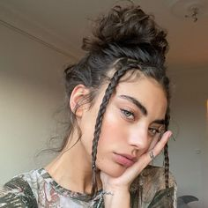 Discovered by ✧*:・゚Daniella・゚:*✧. Find images and videos about hair, beauty and girls on We Heart It - the app to get lost in what you love. Hair Inspo, Hair Inspiration, Aesthetic Hair, Pretty Hairstyles, Curly Hairstyles For Long Hair, High Ponytail Hairstyles, Bun Hairstyle, 90s Hairstyles, Bandana Hairstyles