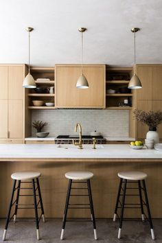 luxury kitchens DISC Interiors - Remodelista - Learn more about the firm DISC Interiors based in Los Angeles Kitchen Hoods, Modern Kitchen Cabinets, Kitchen Sets, Home Decor Kitchen, New Kitchen, Kitchen Dining, Kitchen White, Kitchen Lamps, Kitchen Industrial