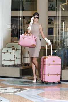 glamour lady in leather gloves Estilo Lady Like, Glamour Ladies, Luxury Lifestyle Women, Rich Lifestyle, Classic Style, My Style, Looks Vintage, Everything Pink, Leather Gloves
