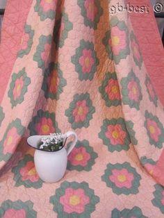 Cottage Pink! c 30s Grandmothers Flower GARDEN Vintage Quilt