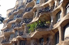 Private Tour 'a la Carte' in Barcelona  Enjoy this a la carte 4-hour private tour of the city of Barcelona with your own private guide and private luxury vehicle with uniformed driver. You will be contacted a few days before your trip to plan your personalized a la carte perfect tour. Included in the price is the entrance fee to a museum or one of Gaudi's monuments for example: Casa Battlo, La Pedrera, Park Guell, Sagrada Familia, F.C. Barcelona museum.   Take ...