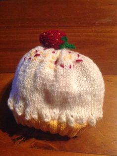 Recently I was asked about the first birthday of the International Geek Girls Penpal Club, and I designed this hat. I call it a Lemon Meringue Pie…. Nom nom nom.The hat itself is really…