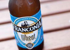 Cerveja Franconia Wheat, estilo German Kristallweizen, produzida por Franconia Brewing, Estados Unidos. 5% ABV de álcool.