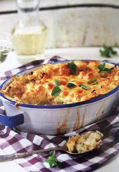 GEBAKTE BLOMKOOL Bestanddele 500 tot 600 g blomkool of broccoli, gewas 4 tot 5 snye witbrood 100 tot 200 ml preie, fyn gesny 2 eiers 500 ml kookmelk 2 ml sout knippie peper 5 ml fyn neutmuskaat 100 g Cheddar-kaas, gerasper klontjies botter . Braai Recipes, Steak Recipes, Side Dish Recipes, Vegetable Recipes, Appetizer Recipes, Vegetarian Recipes, Cooking Recipes, Healthy Recipes, Veggie Meals