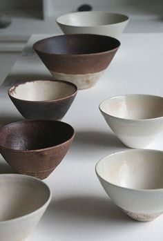 A selection of Japanese ceramics, pure and simple.Sources at the bottom of the page.Sources: http://www.utsuwa-ku.com/library/2010-10.htmlhttps://fr.pinte