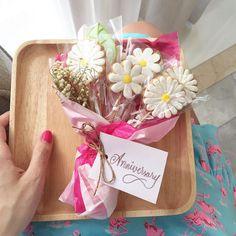 Cookie Bouquet More♡ Mother's Day Cookies, Fancy Cookies, Valentine Cookies, Cute Cookies, Easter Cookies, Birthday Cookies, Cookies Et Biscuits, Summer Cookies, Heart Cookies