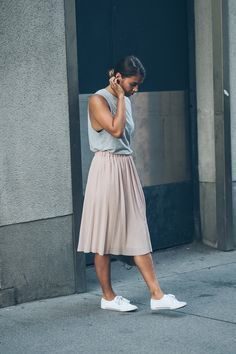 This is what you wear to the office when it's too damned hot in the Summer. #pleated midi skirt