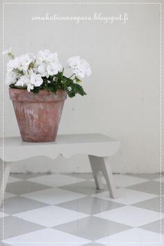Oma koti onnenpesä: Ruutulattian maalaus