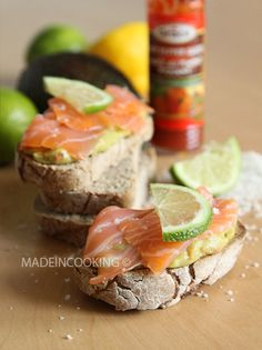Toasts au guacamole et au saumon : la recette facile