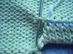 A large selection of patterns knitting knitting Knitting Basics, Knitting Stiches, Knitting Videos, Sweater Knitting Patterns, Knit Patterns, Knitting Projects, Crochet Stitches, Baby Knitting, Knit Crochet