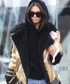 Kendall Jenner outfits - The 18 year old brunette beauty has made a lot of appearance in big fashion shows recently. Kendall Jenner who belong to the famous Kardashian family is becoming the face of media as she turned Blake Griffin, Kim Kardashian, Kardashian Family, Kendall Y Kylie Jenner, Stylish Outfits, Cool Outfits, Harper's Bazaar, Moda Boho, Jenner Sisters