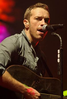 The talented and gorgeous Chris Martin. <3