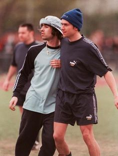 Liam Gallagher and Damon Albarn of Oasis and Blur, Blur Band, Oasis Band, Liam Gallagher Oasis, El Rock And Roll, Football Casuals, Britpop, Oui Oui, Kate Moss, 90s Fashion