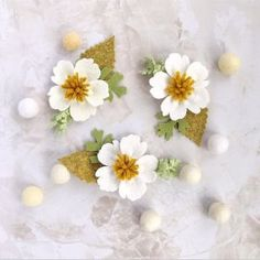 Love the petal shape Cloth Flowers, Diy Flowers, Fabric Flowers, Paper Flowers, Felt Flower Bouquet, Fabric Flower Brooch, Felt Crafts Diy, Felt Diy, Felt Flowers Patterns