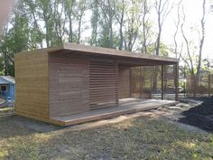 strak poolhouse in thermowood