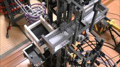 레고로 만든 공 공장